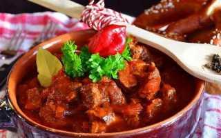 Гуляш из говядины (18 фото): как приготовить блюдо с подливкой по классическому рецепту, чтобы мясо было мягким?