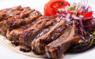 Тушеные бараньи ребрышки (15 фото): рецепты приготовления вкусной баранины с луком