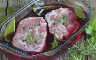 Как замариновать говядину? Маринование мяса для запекания и жарки на гриле в соевом соусе, горчице