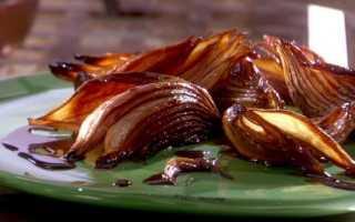Печеный лук: польза и вред для здоровья при сахарном диабете и для вытягивания гноя из