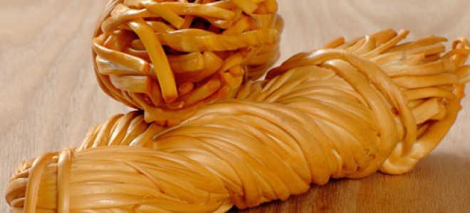 """Сыр """"косичка"""" в домашних условиях: как сделать Чечил, рецепт изготовления копченого продукта"""