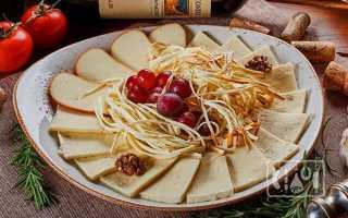 Копченый сыр (20 фото): калорийность продукта, рецепты блюд с сыром, как его делают и как