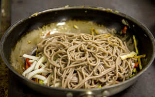 Рецепты гречневой лапши (15 фото): как приготовить из муки и сколько варить, приготовление блюд из лапши, отзывы