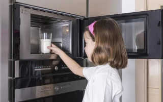Можно ли в микроволновке греть молоко? Почему нельзя разогреть молоко и сколько по времени его подогревать ребенку