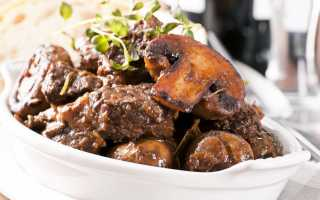 Тушеная свинина: сколько готовятся кусочки мяса на сковороде по рецепту? Как вкусно приготовить свинину с