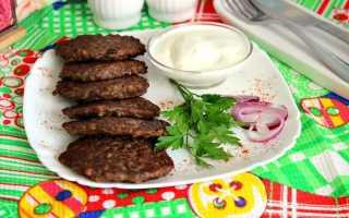 Рецепт печеночных оладий из свиной печени (6 фото): как пошагово приготовить мягкие оладьи с луком и морковью?