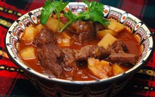 Классический гуляш по-венгерски из свинины: рецепт блюда с подливкой. Как приготовить суп-гуляш?